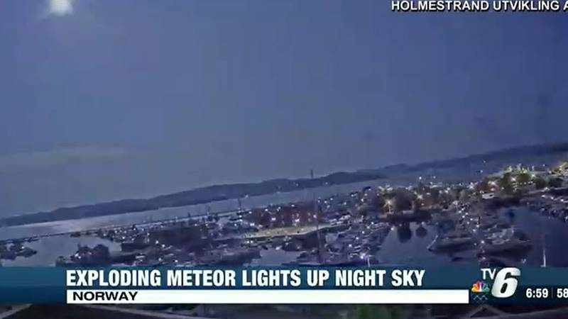 In the top, left corner you can see the bright flash of the meteor exploding.