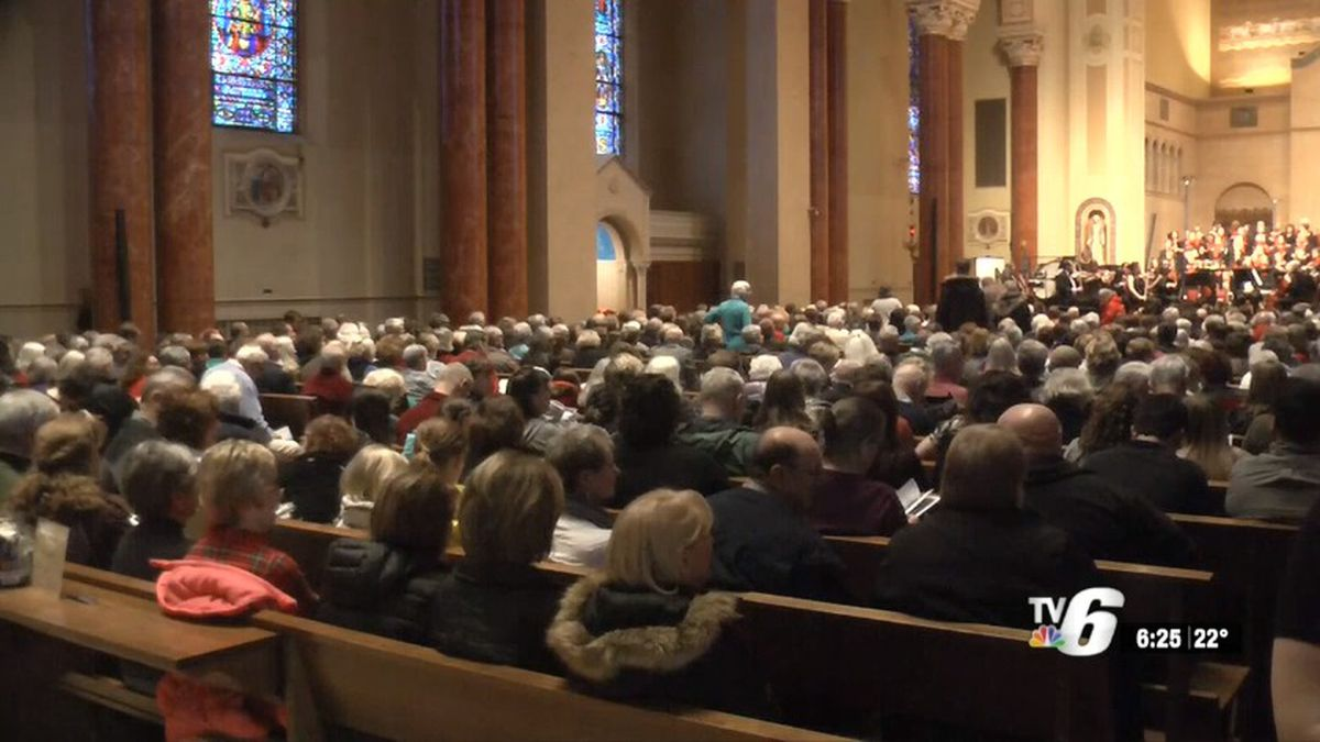 The Marquette Choral Society performs at St. Peter Cathedral (WLUC image).