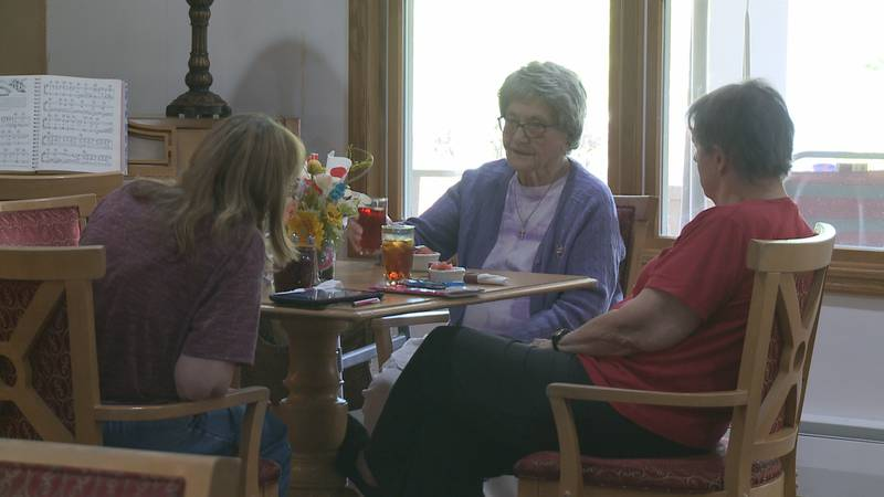 A resident and visitors at Mill Creek Assisted Living.