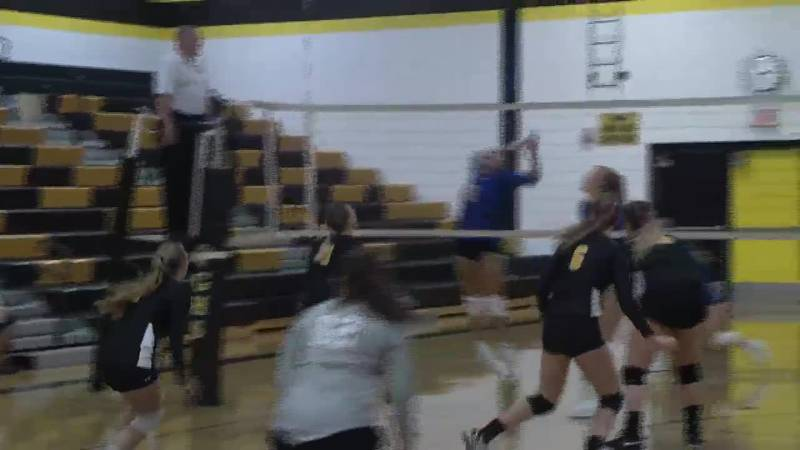 Calumete's Laura Giachino slams the ball to the court in the second set.