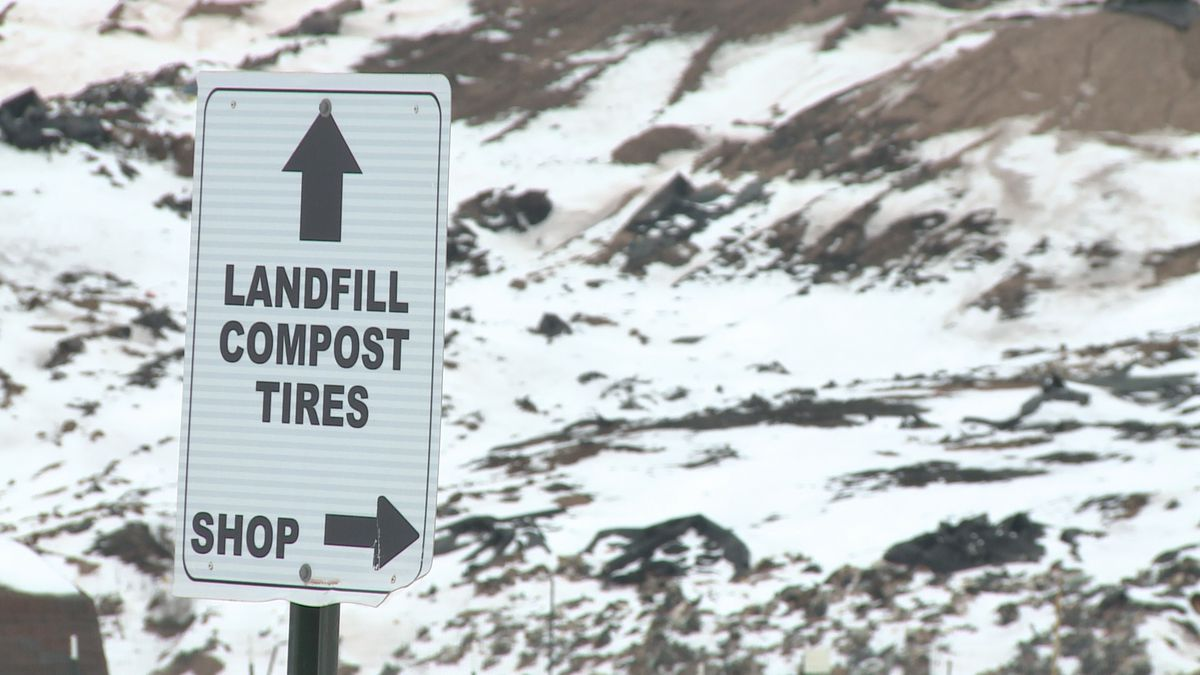A sign leading haulers to the Marquette County landfill.