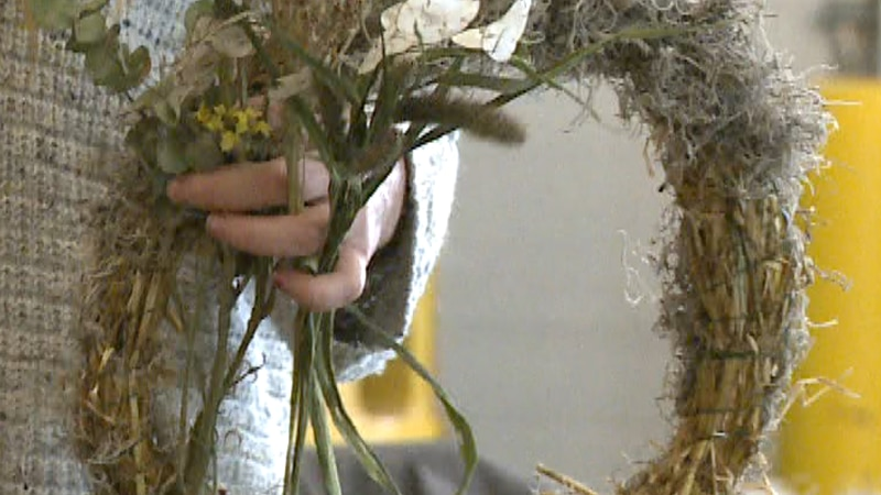 Shailah Pelto conducts fall floral wreath workshop with Christmas-themed sessions starting in...