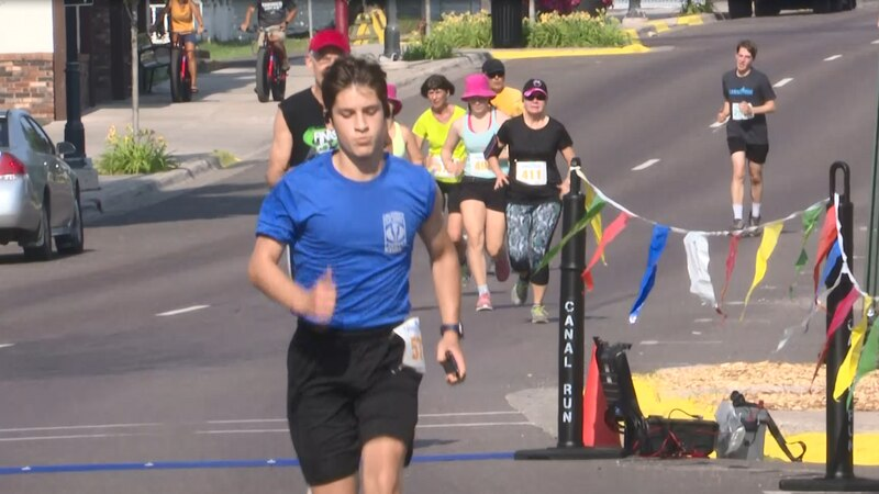 Hundreds run and walk along Portage canal and on the city streets