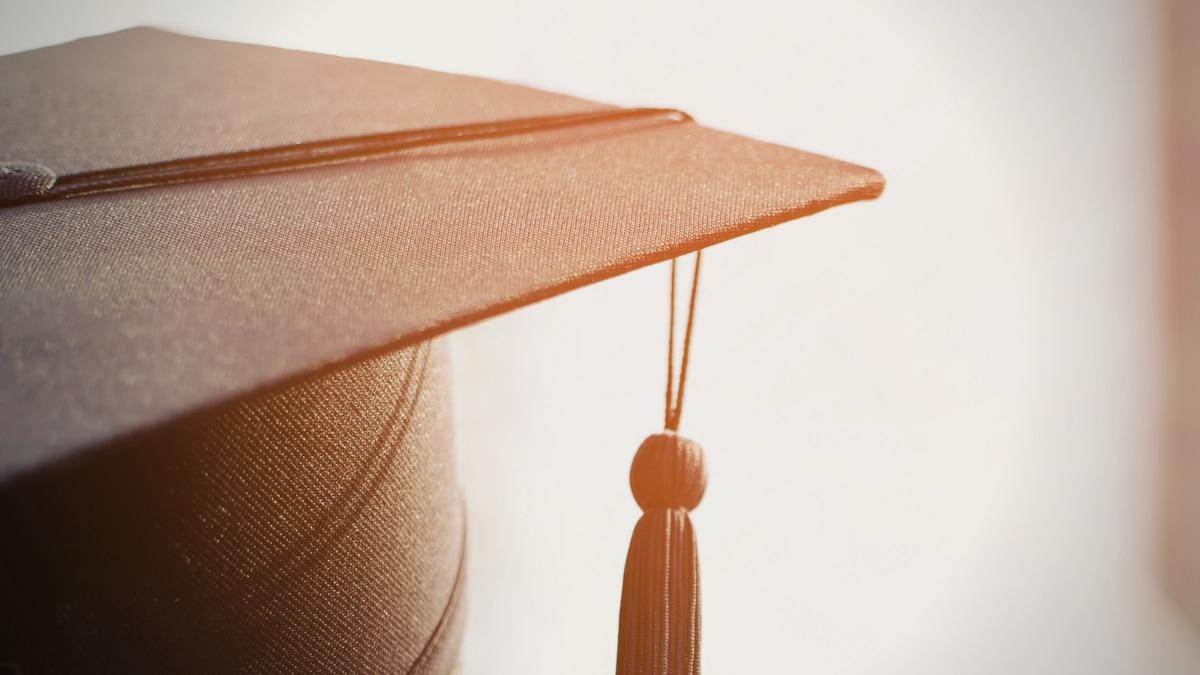 Graduation cap image.